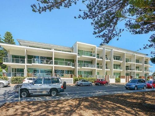 . Breeze Beachfront Apartments