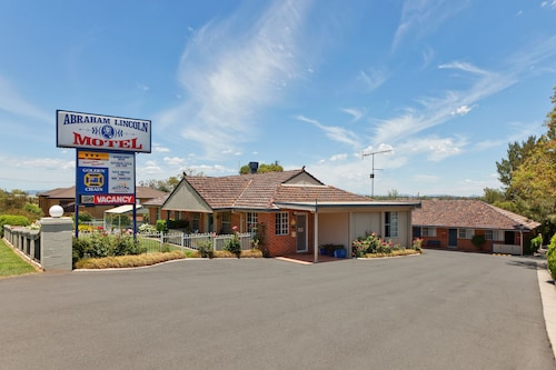 . Abraham Lincoln Motel
