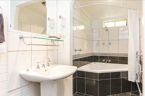Ashton Gate Guest House, Launceston - Pt B