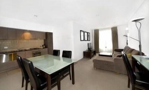May Park Executive Apartments, Horsham - Central