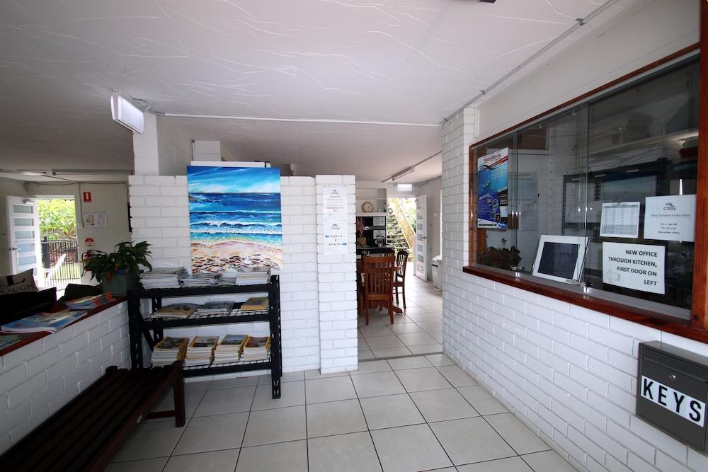 https://i.travelapi.com/hotels/10000000/9630000/9626400/9626338/4e96caba_z.jpg