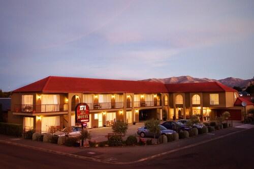 __{offers.Best_flights}__ 171 On High Motel