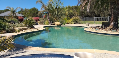 Island Cove Villas (Previously known Surf & Circuit Holiday Accommodat, Bass Coast  - Phillip Is.