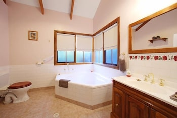 Glenview Retreat Luxury Bed & Breakfast - Bathroom  - #0