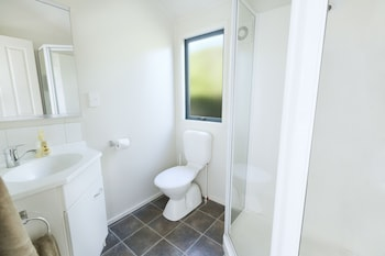 North South Holiday Park - Bathroom  - #0