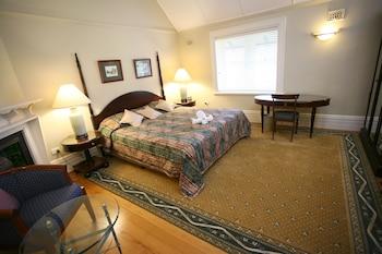 Guestroom at Darcys Hotel at Homebush in Homebush