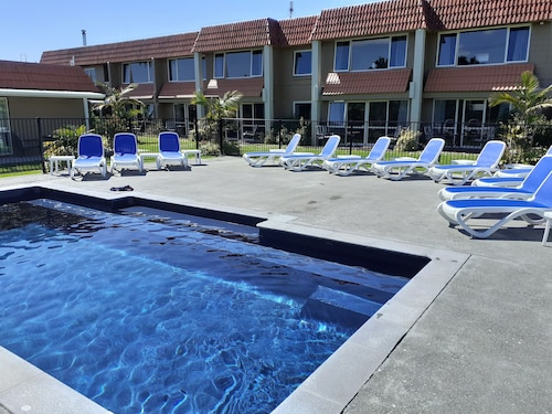 . Avalon Motel Thames