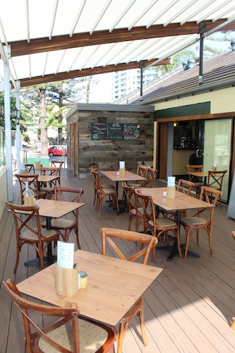 D'arcy Arms Motel, Surfers Paradise