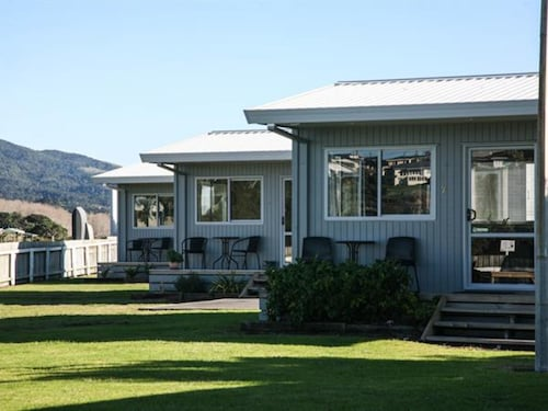 . Raglan Holiday Park