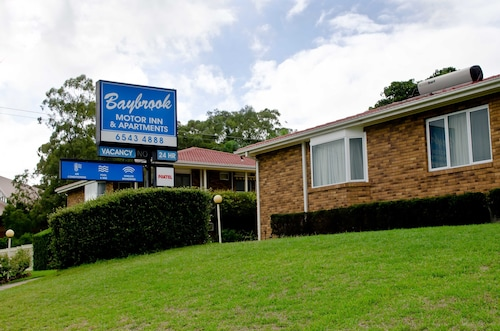 . Baybrook Motor Inn & Apartments