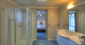 BIG4 Batemans Bay At Easts Riverside Holiday Park - Bathroom  - #0