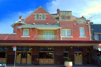 Hotel - Captain Cook Hotel