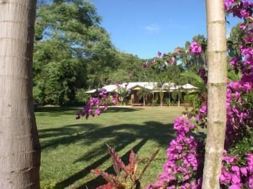 Hibiscus Lodge Bed & Breakfast, Cardwell