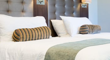 Guestroom at Royal Hotel Randwick in Randwick