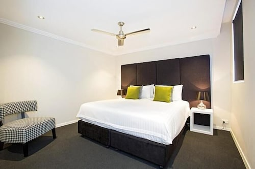 Astina Serviced Apartments - Parkside, Penrith - West