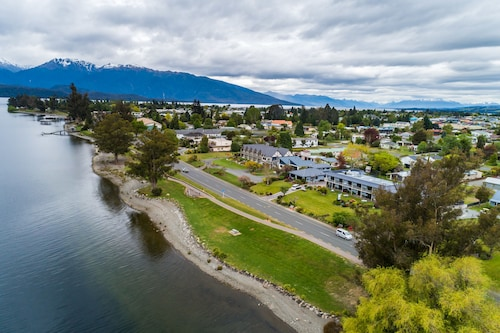 Lakeside Motel and Apartments - Te Anau, Southland