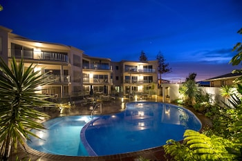 Hotel - The Reef Beachfront Apartments