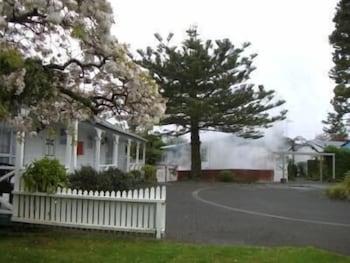 Hotel - Utuhina Hot Springs Lodge