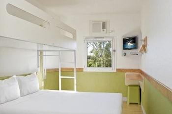 Guestroom at Ibis Budget Brisbane Airport in Hendra