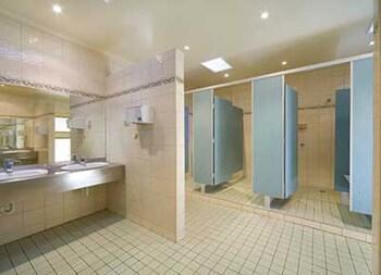 Yarrawonga Holiday Park - Bathroom  - #0