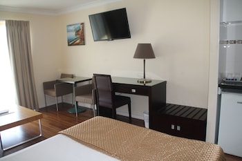 Guestroom at Centenary Motor Inn in Oxley