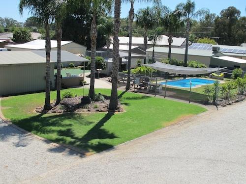 . Golfers Lodge Motel