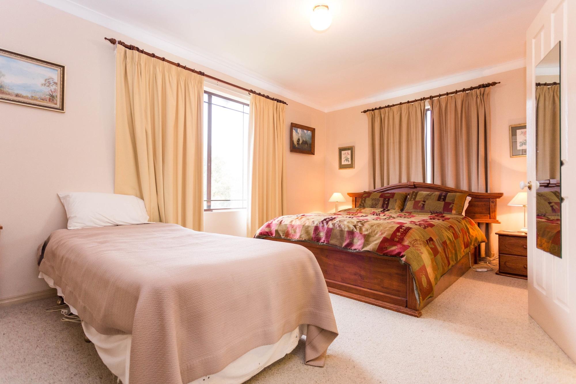 Albany's Big Grove Bed & Breakfast, Albany