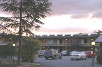 紅雪松汽車旅館 Red Cedars Motel