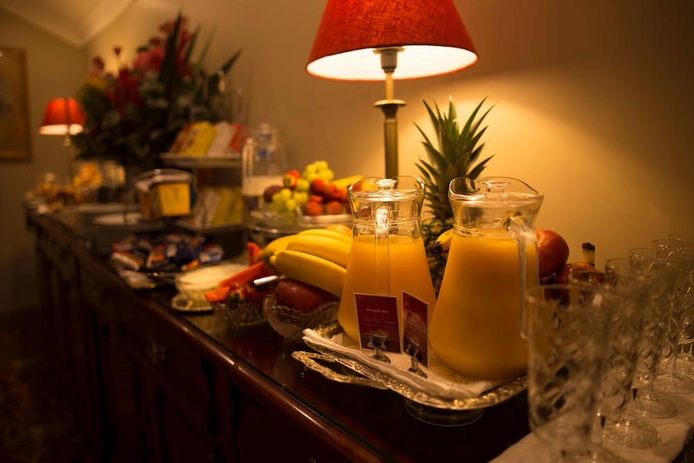 https://i.travelapi.com/hotels/10000000/9630000/9629800/9629770/64727d9e_z.jpg