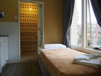 Standard Single Ensuite Room