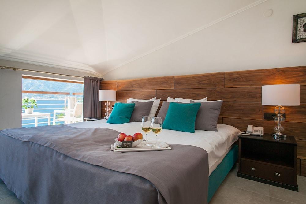 https://i.travelapi.com/hotels/10000000/9640000/9636500/9636466/02e7b162_z.jpg
