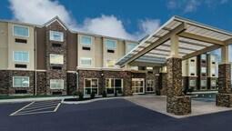 La Quinta Inn & Suites by Wyndham Collinsville - St. Louis