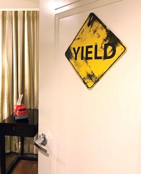 Aruga By Rockwell Makati Room