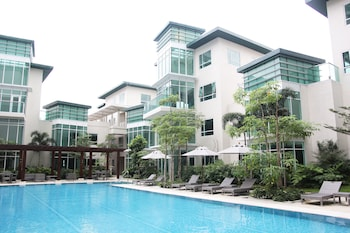 Aruga By Rockwell Makati Outdoor Pool