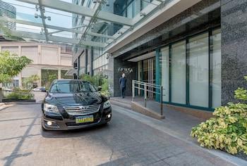 Aruga By Rockwell Makati Hotel Entrance
