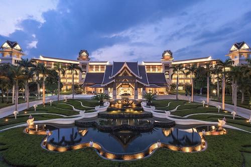 Sheraton Grand Xishuangbanna Hotel, Xishuangbanna Dai