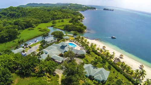 Turquoise Bay Dive & Beach Resort, José Santos Guardiola