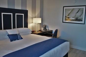 Signature Room, 1 King Bed, Patio, Marina View