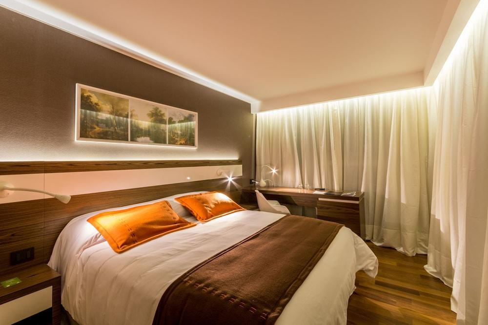 https://i.travelapi.com/hotels/10000000/9680000/9677500/9677452/6a4eff0b_z.jpg