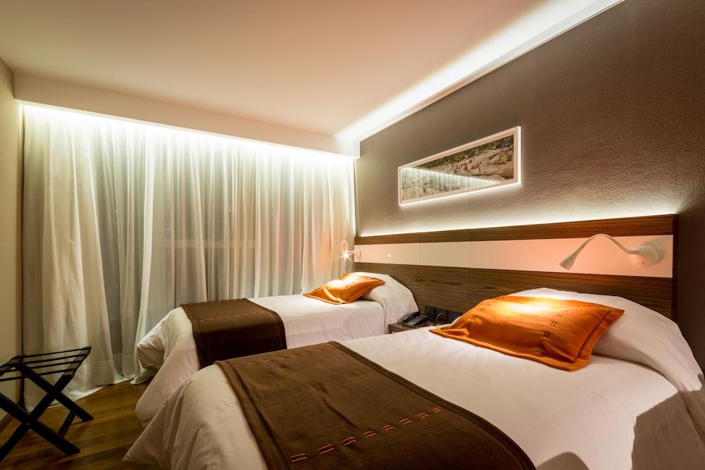https://i.travelapi.com/hotels/10000000/9680000/9677500/9677452/788d6063_z.jpg