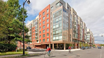 Hotel - Global Luxury Suites at Kendall Square