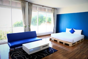Deluxe Room (King Bed)