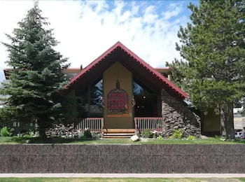 內華達山脈度假水療飯店 The Lodge at Sierra Nevada Resort & Spa