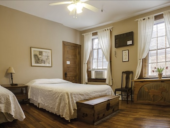 Deluxe Double Room ( Shared Bath)