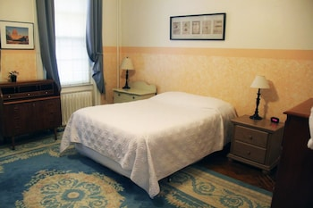 Grande Single Room (Shared Bath), Accessible