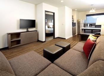 ADA 1 Bedroom 2 Queen Kitchen Suite with Tub
