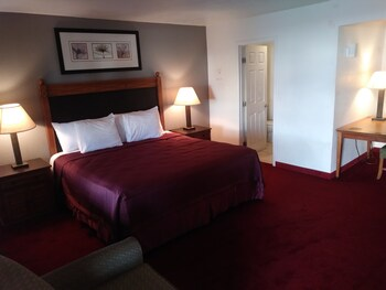 Guestroom at Western Lodge in Phoenix