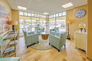 Lobby Sitting Area at Commander Hotel & Suites in Ocean City