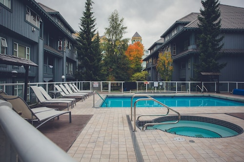 Glacier Lodge - Luxury Condo, Squamish-Lillooet