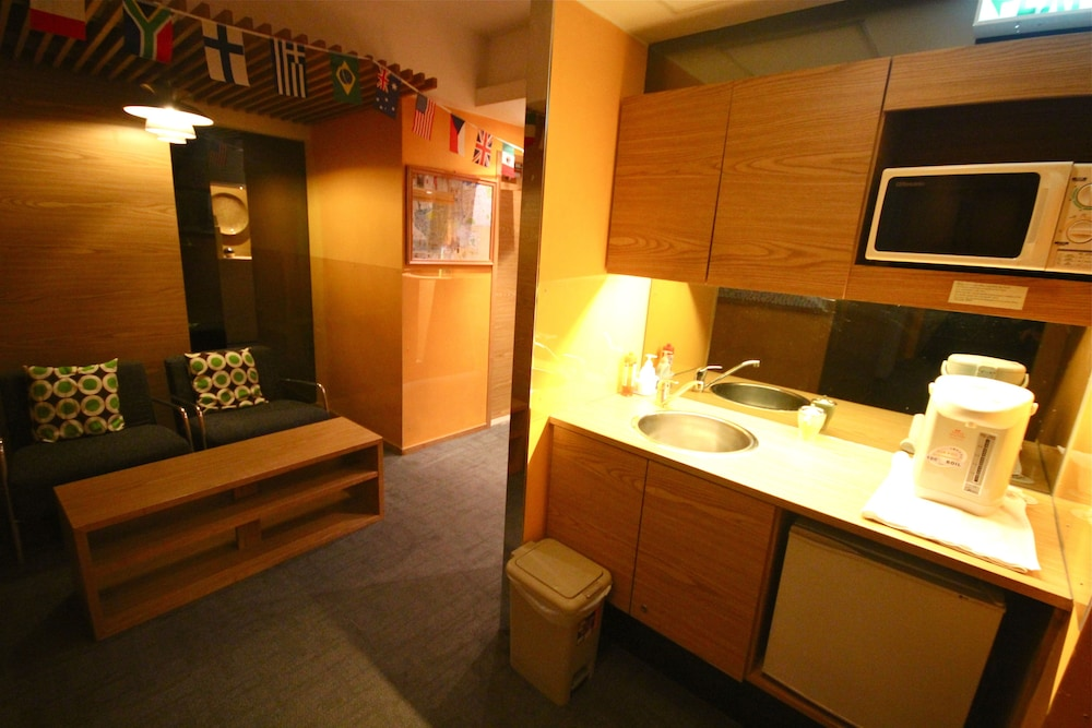 1 Single Bed in 6-Bed Female Dormitory Room